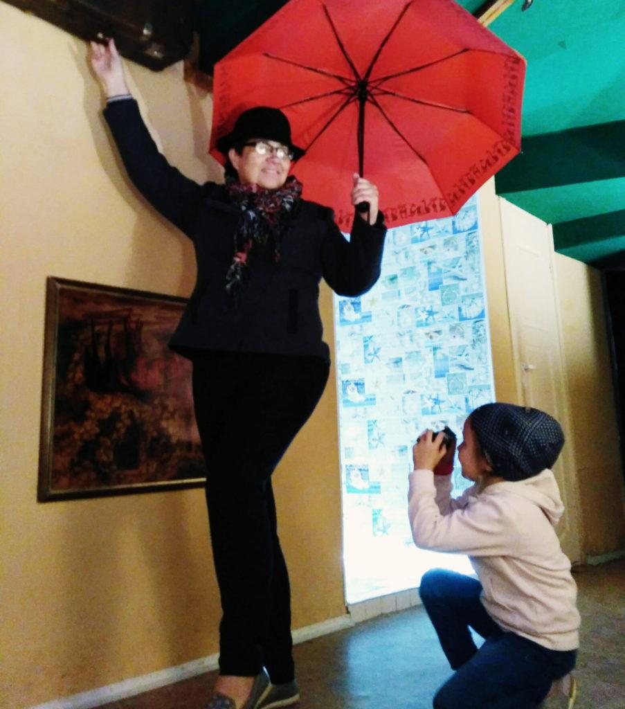 nonna bielorussa ombrello rosso